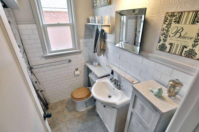 hamilton 258 east 18th bathroo 1024x683 - Recently SOLD Central Hamilton Mountain