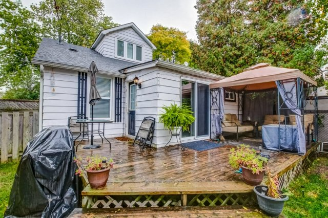 90 Maple St Catharines deck gazebo - Recently SOLD in St. Catharines