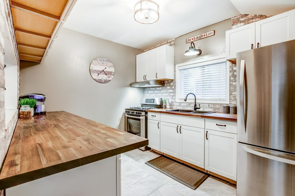 90 Maple St Catharines kitchen - Recently SOLD in St. Catharines