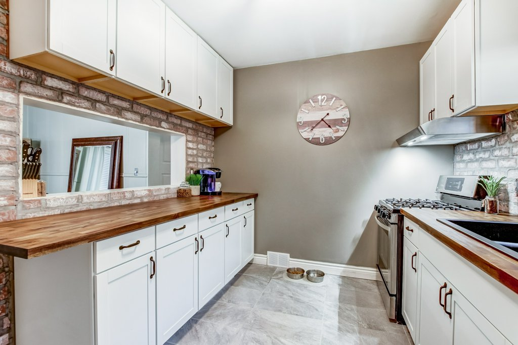 90 Maple St Catharines kitchen2 - Recently SOLD in St. Catharines