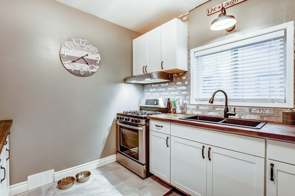 90 Maple St Catharines kitchen5 - Recently SOLD in St. Catharines