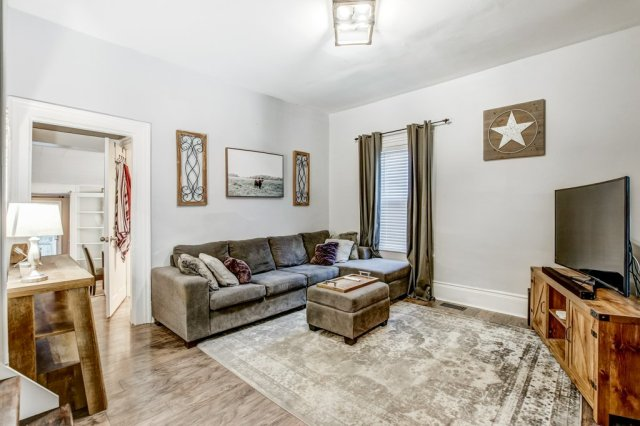 90 Maple St Catharines livingroom 2 - Recently SOLD in St. Catharines