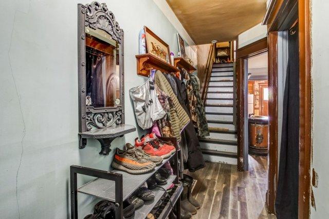 20 Primrose Hamilton Ontario staircase - Recently SOLD in Crown Point, Hamilton