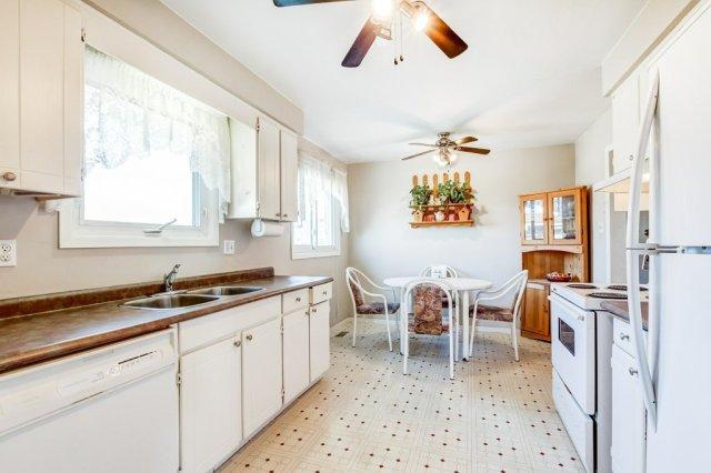 86 Eastbury Stoney Creek kitchen 1 - Recently SOLD in Stoney Creek