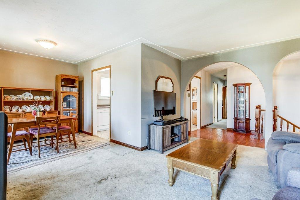 86 Eastbury Stoney Creek living room dining room - Recently SOLD in Stoney Creek