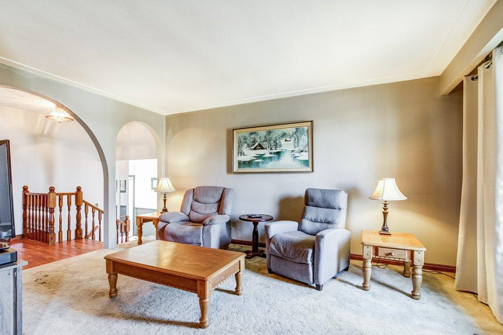 86 Eastbury Stoney Creek living room3 - Recently SOLD in Stoney Creek