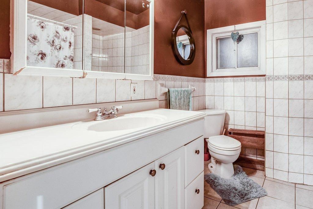 103 Beechwood Hamilton bathroom 1 - Recently SOLD in Central Hamilton