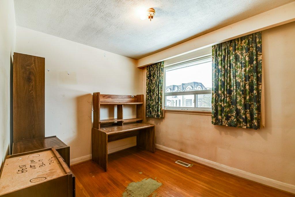 1372 Wren Oakville bedroom 2 - Recently SOLD in Oakville