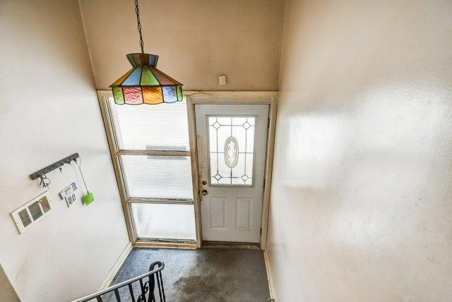 1372 Wren Oakville foyer 2 - Recently SOLD in Oakville