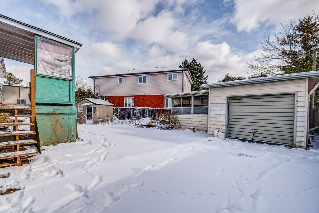 1372 Wren Oakville garage 2 - Recently SOLD in Oakville