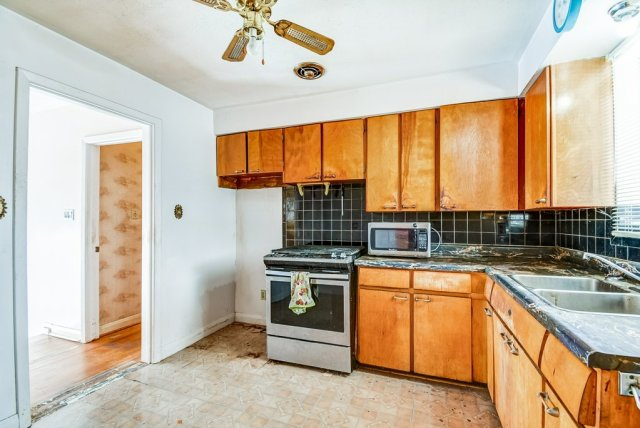 1372 Wren Oakville kitchen2 2 - Recently SOLD in Oakville