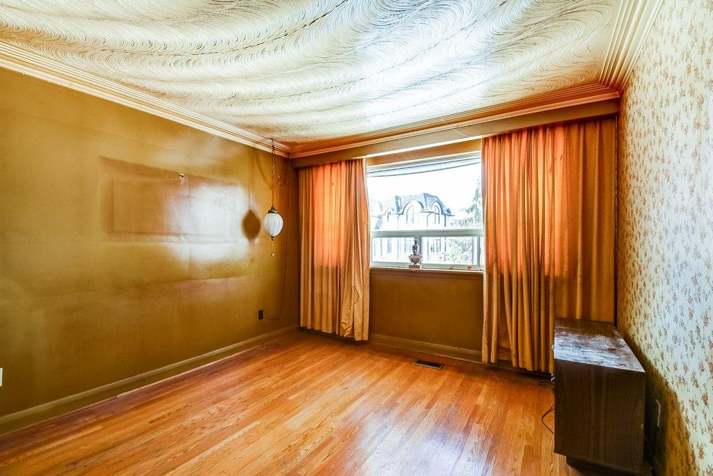 1372 Wren Oakville living room 3 - Recently SOLD in Oakville