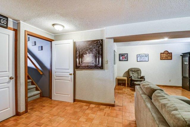 106 Garden familyroom2 3 - Recently SOLD on the Central Hamilton Mountain