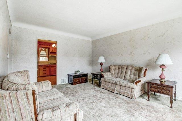 008 136 Auburn Hamilton living room1 - Recently SOLD - East Hamilton