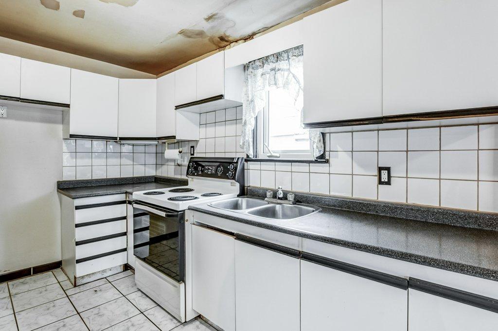 015 546 Quebec Hamilton kitchen3 - 546 Quebec St, Hamilton