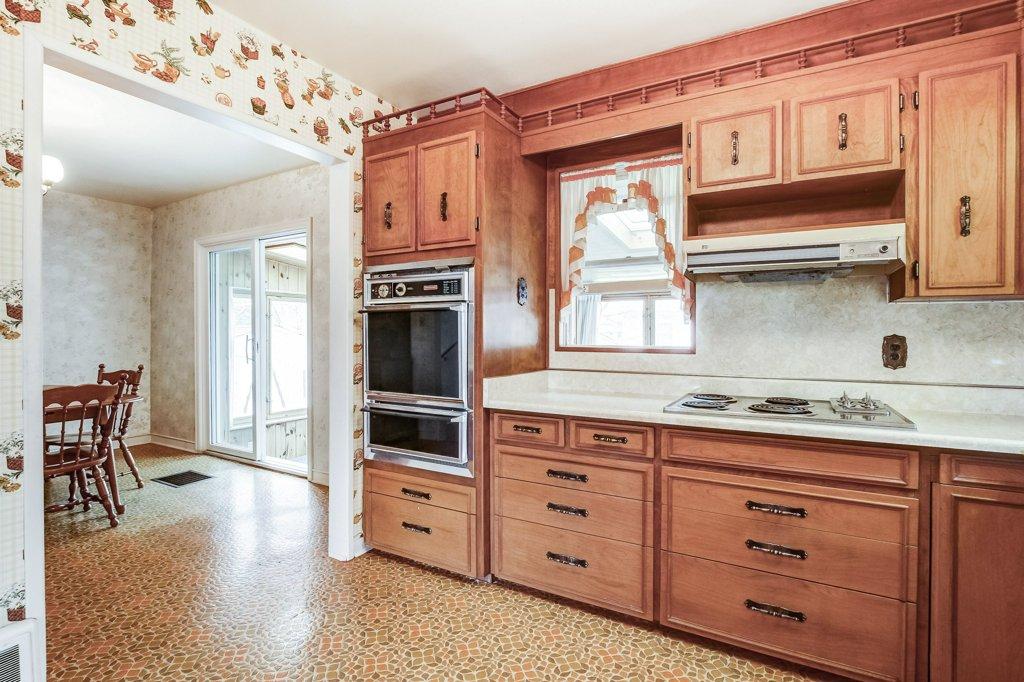 017 136 Auburn Hamilton kitchen3 - Recently SOLD - East Hamilton
