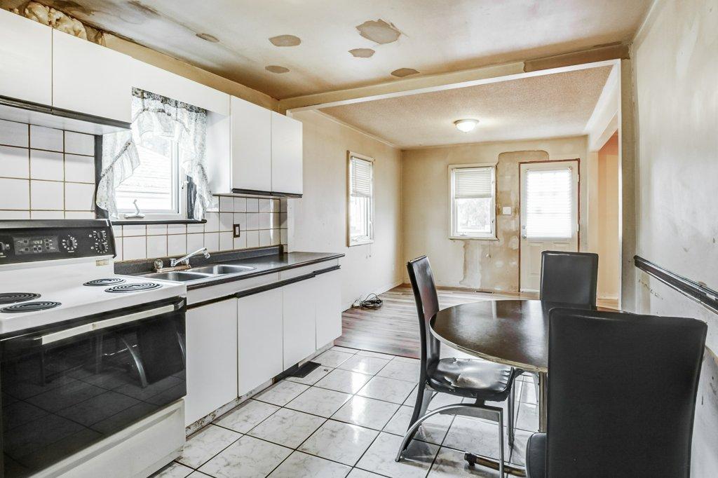 017 546 Quebec Hamilton kitchen5 - 546 Quebec St, Hamilton