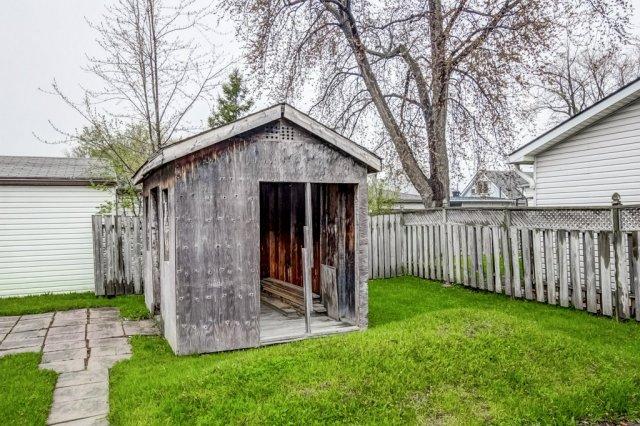 031 546 Quebec Hamilton backyard4 - 546 Quebec St, Hamilton