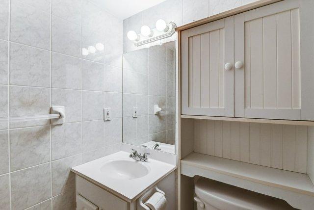 018 10 John Dundas bathroom 1 - Recently SOLD in Dundas