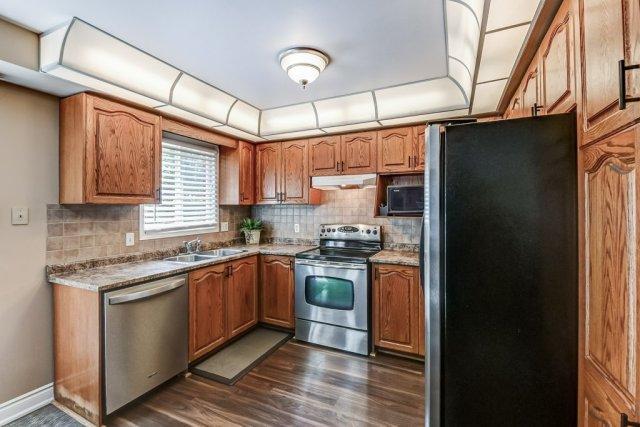 015 95 Essling Hamilton kitchen - Recently SOLD on the Hamilton Mountain