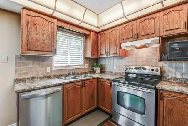 018 95 Essling Hamilton kitchen3 - Recently SOLD on the Hamilton Mountain