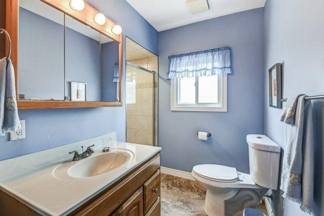 023 716 Upper Paradise Hamilton bathroom2 - 716 Upper Paradise Road, Hamilton
