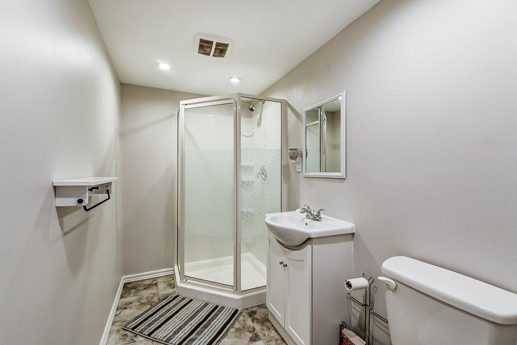033 95 Essling Hamilton bathroom basement - Recently SOLD on the Hamilton Mountain