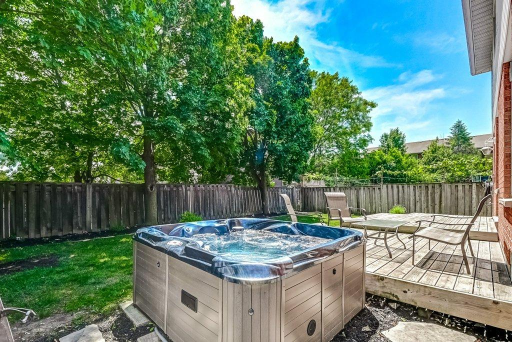 037 95 Essling Hamilton hot tub - Recently SOLD on the Hamilton Mountain