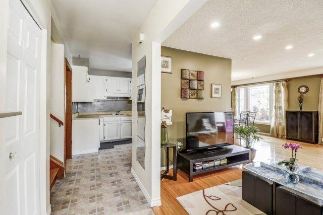 009 164 Bonaventure Hamilton living room - Recently SOLD ~ West Hamilton Mountain