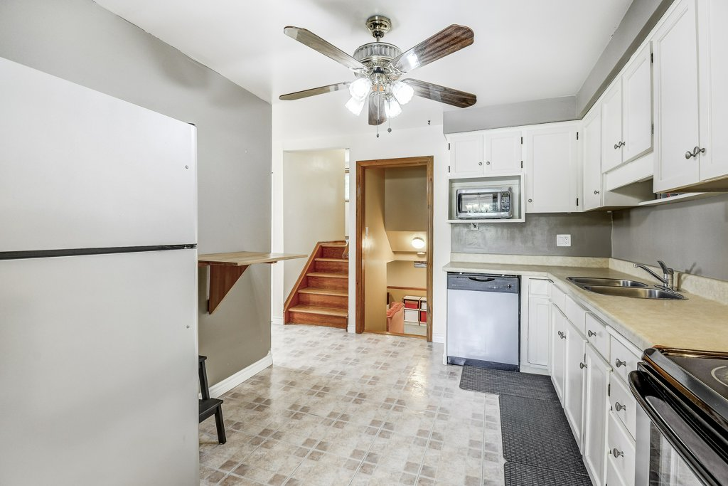 018 164 Bonaventure Hamilton kitchen3 - Recently SOLD ~ West Hamilton Mountain