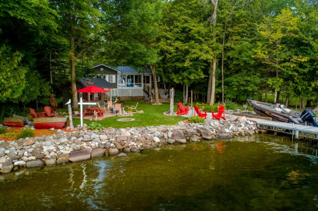 003 26 fire rte 103 bobcaygeon ON waterfront3 - WATERFRONT ~ 4 SEASON COTTAGE FOR SALE ON PIGEON LAKE