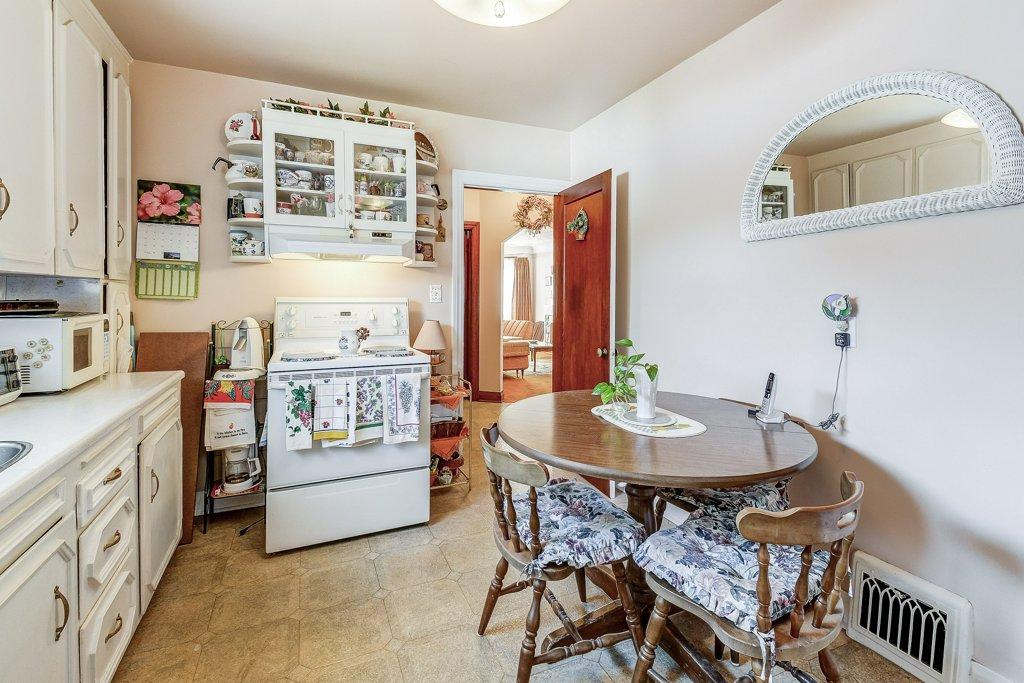 015 220 Glencarry Hamilton kitchen3 - Recently SOLD ~ East Hamilton