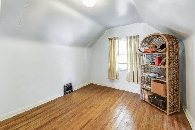 024 220 Glencarry Hamilton bedroom - Recently SOLD ~ East Hamilton