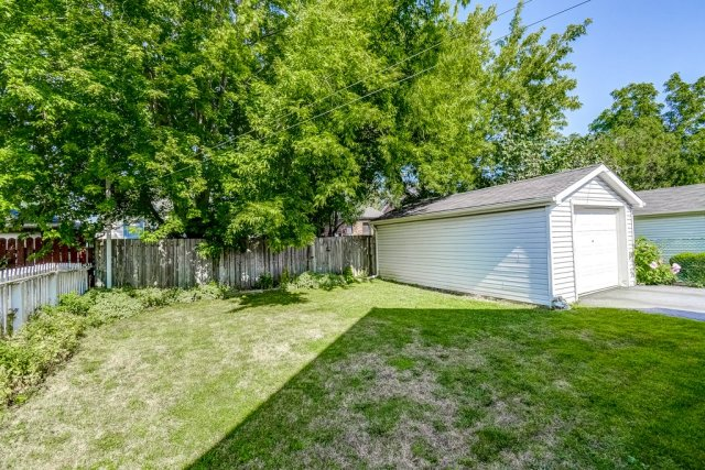 030 220 Glencarry Hamilton yard garage - Recently SOLD ~ East Hamilton