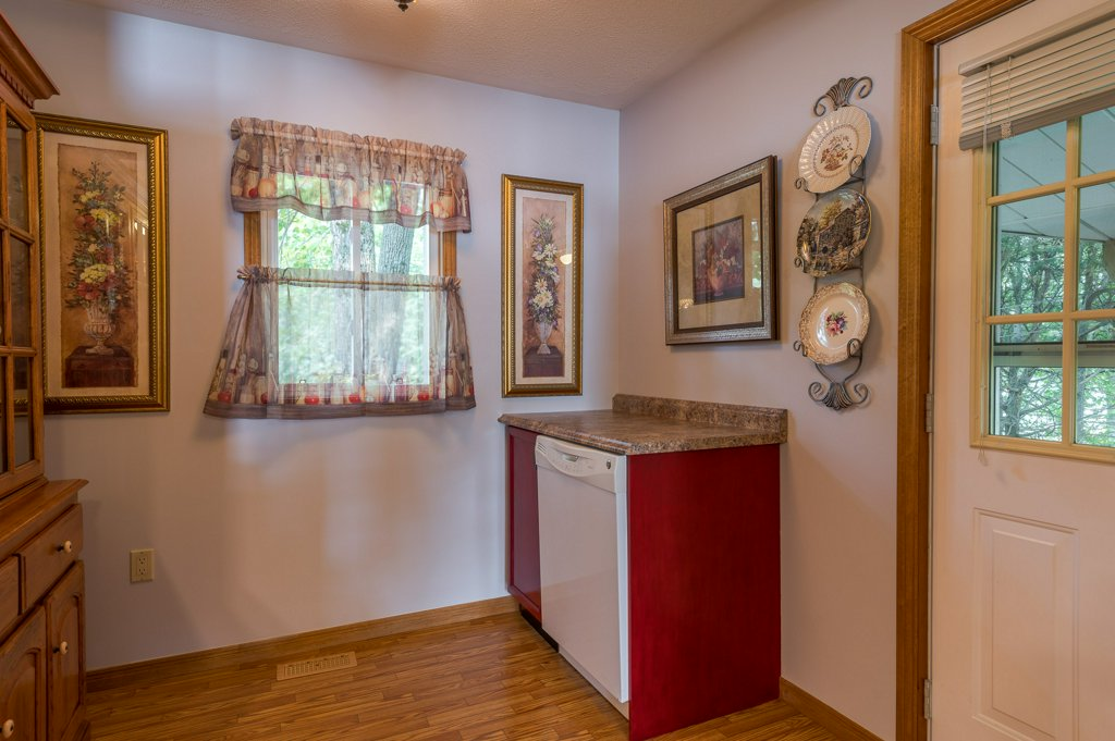 042 26 fire rte 103 bobcaygeon ON kitchen6 - WATERFRONT ~ 4 SEASON COTTAGE FOR SALE ON PIGEON LAKE