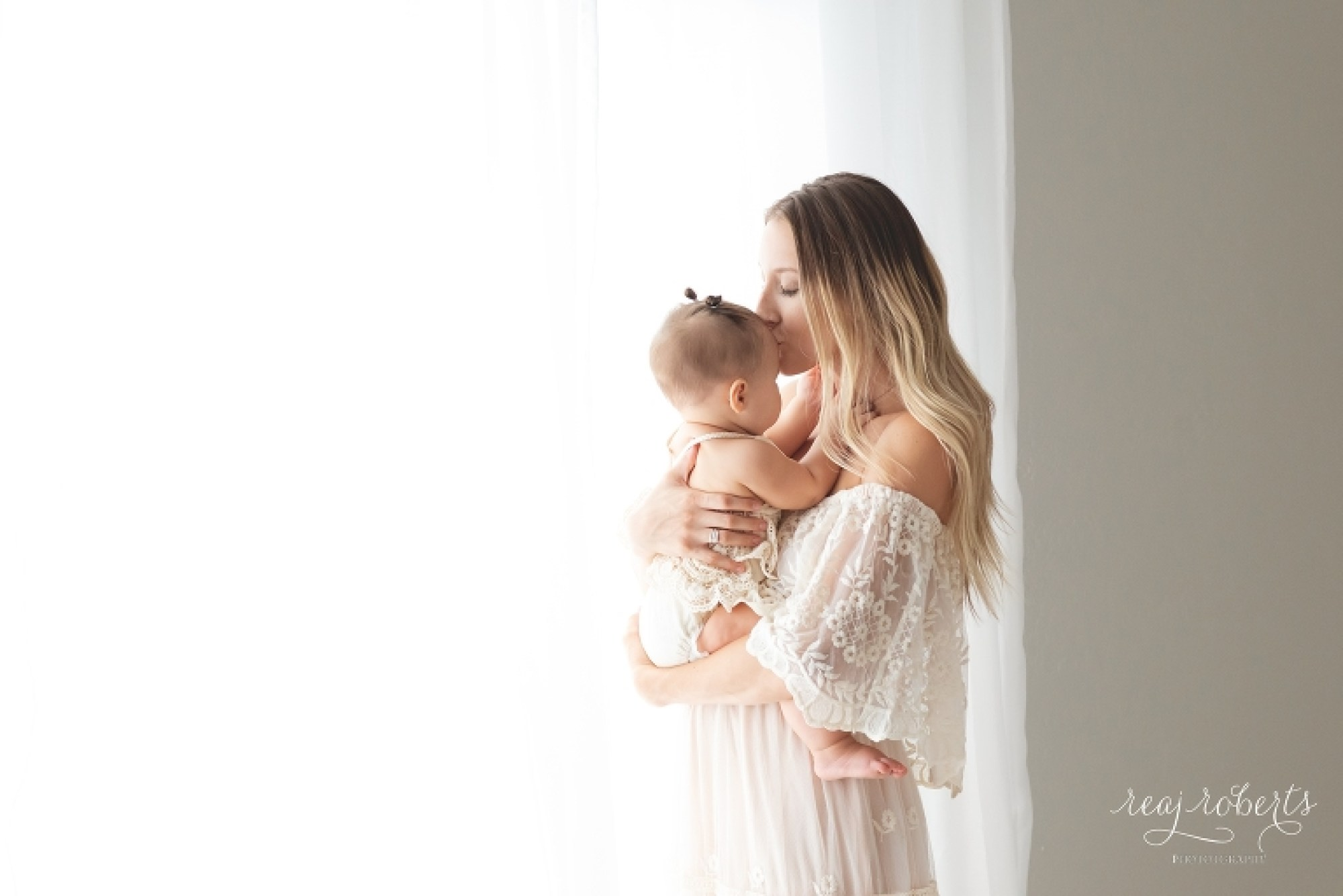 Chandler Family Photographer | Motherhood photos with baby | Reaj Roberts Photography