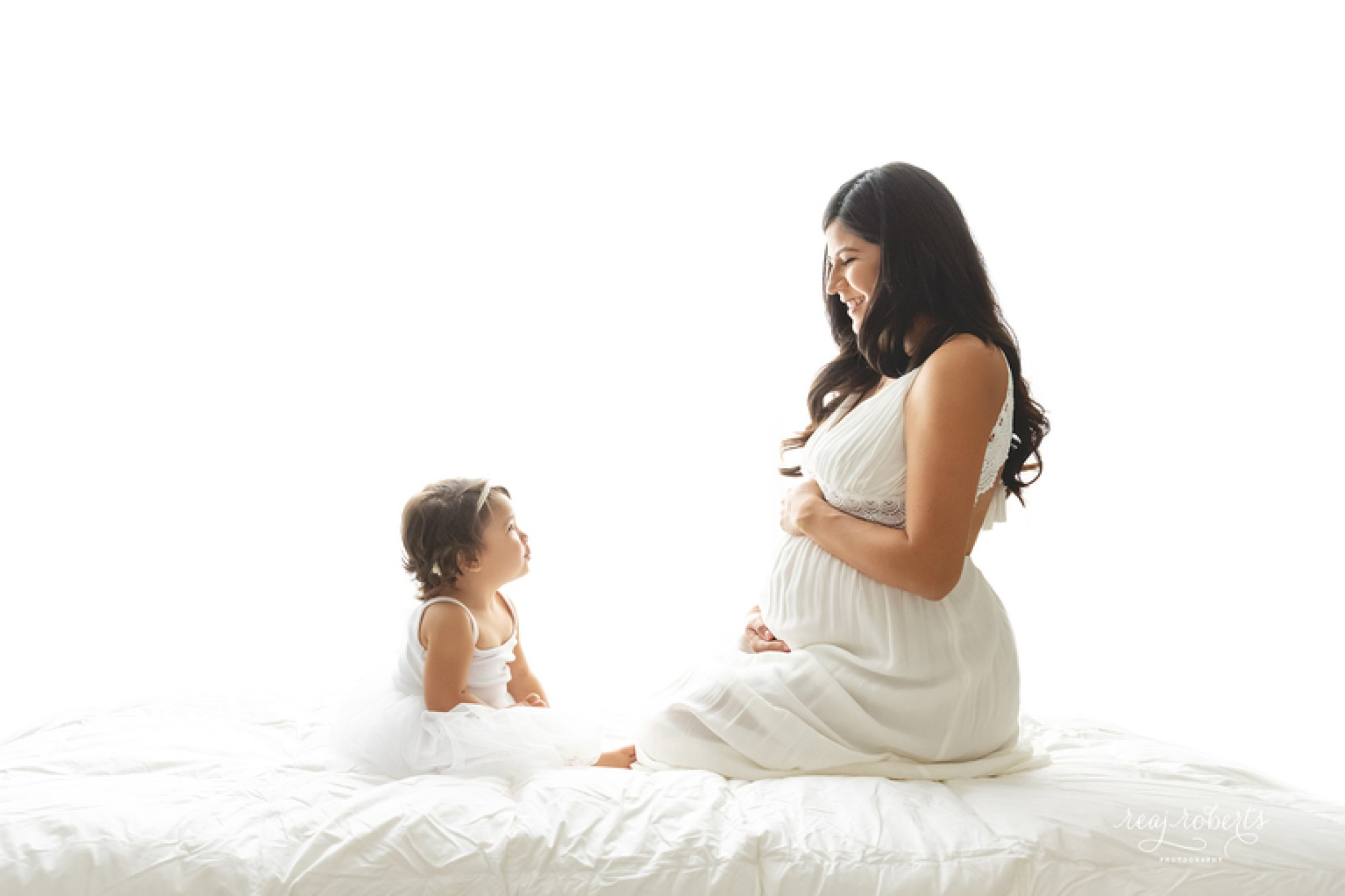 Chandler Maternity Photographer | Pregnancy photos with toddler | Reaj Roberts Photography