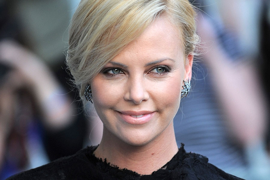 Charlize theron from african farm to hollywood real leaders charlize theron from african farm to hollywood voltagebd Gallery