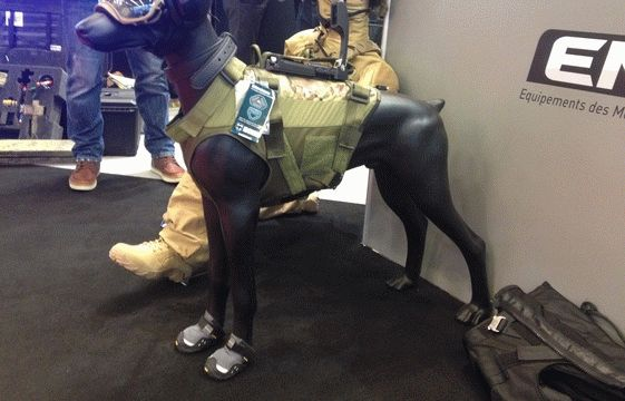 16_equipements-chiens-societe-emd-exposes-salon-milipol-parc-expositions-villepinte-20-novembre-2015