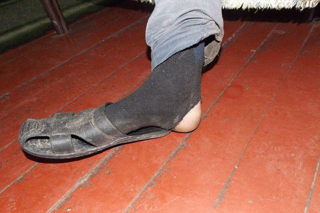 Рваные носки картинка