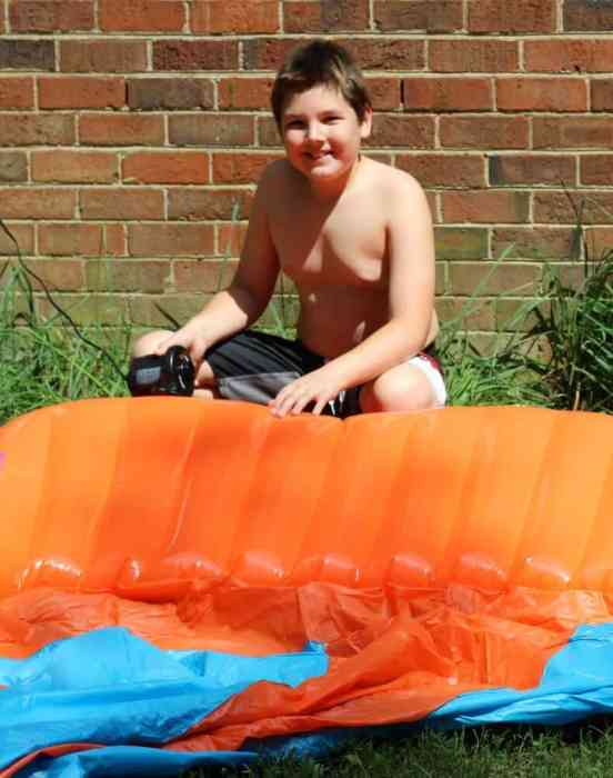 Use an air pump to pump up the inflatable launch pad