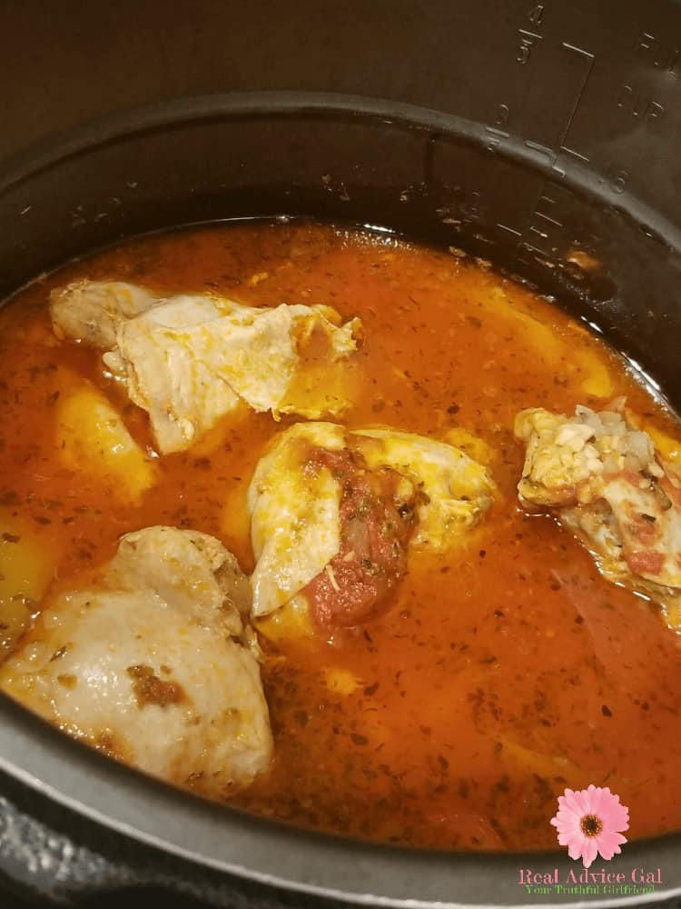 You have to try this easy instant pot pressure cooker chicken cacciatore recipe! It's easy to make and so tasty. A healthy dinner recipe for the whole family.