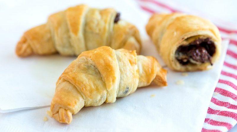 Cele mai spectaculoase croissante cu ciocolată. Rețeta poate fi făcută chiar la tine acasă și într-un timp record