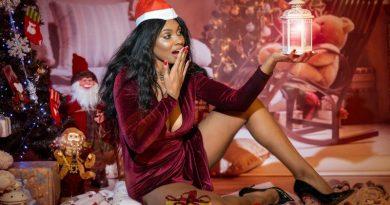 (FOTO) Imaginii provocatoare cu Laurette în pragul sărbătorilor de iarnă. Imaginii exagerat de sexy chiar pe pagina sa de Instagram