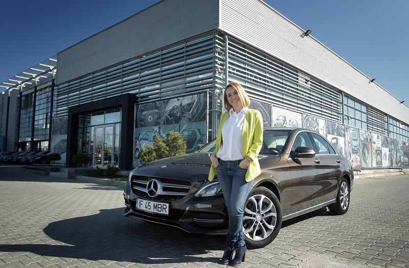 (FOTO) Cum arată prima mașină pe care a condus-o Andreea Esca? Prezentatoarea Știrilor PRO TV oferă detalii uluitoare din tinerețea ei