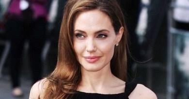 (FOTO) Imaginii rare cu mama Angelinei Jolie. De la cine a moștenit frumusețea cunoscuta actriță?