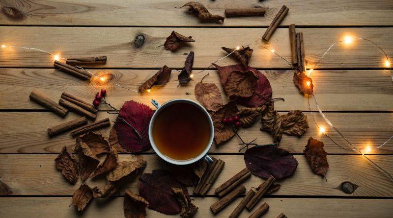 5 motive pentru care trebuie să bei ceaiul negru. Medicii recunosc că te poate ajuta la slăbire, este un bun antioxidant și mai are o mulțime de beneficii pentru organismul uman