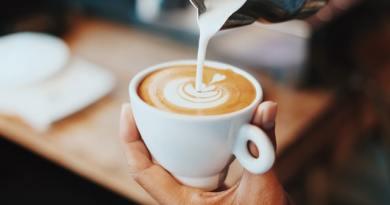 Impactul cafelei fără cofeină pentru organism. Renumitul nutriționist Gianluca Mech mărturisește dacă este bine să o consumăm