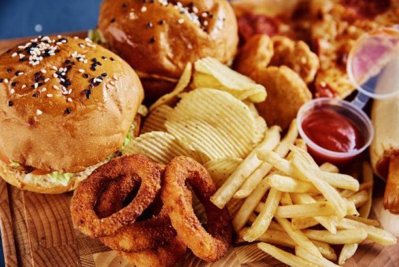 Alimente care îți pot distruge sănătatea. Medicii recunosc care sunt alimentele mai dăunătoare decât zahărul