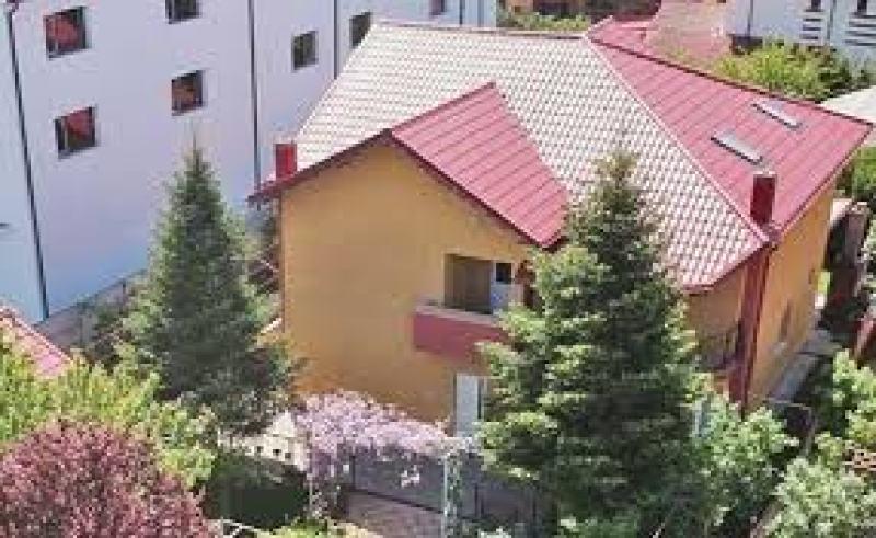 (FOTO) Oana Roman a demonstrat că are bani! Cum arată vila pe care a cumpărat-o recent și câți bani a costat?